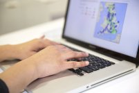 przeglądanie sieci na laptopie